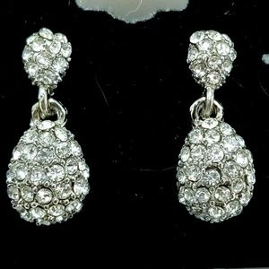 Jewelry - Sparkly Diamond Drops